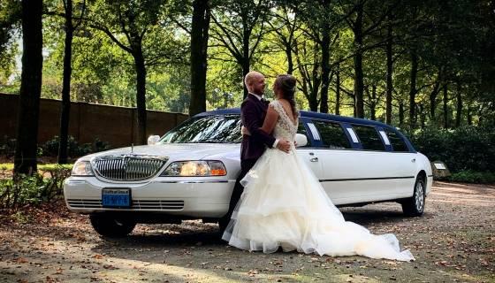 Bruiloft arrangement limousine